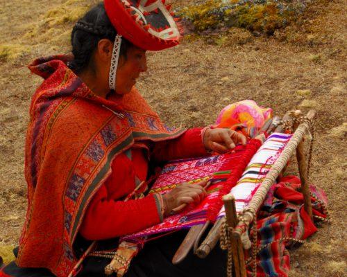 tejedora lares PERU con inka trail trek